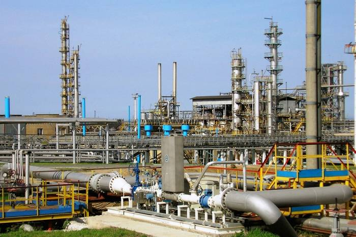 Нефтезавод в Иране